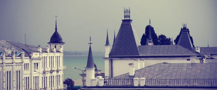 Abkhazia (Eastern Europe), Black Sea, architecture, towers, white buildings, gray roofs, cloudy, foggy, trees, street light, Caucasus, Abkhazya (Doğu Avrupa), Karadeniz, mimari, kuleler, beyaz binalar, gri çatılar, bulutlu, sisli, ağaçlar, sokak lambası, Kafkasya