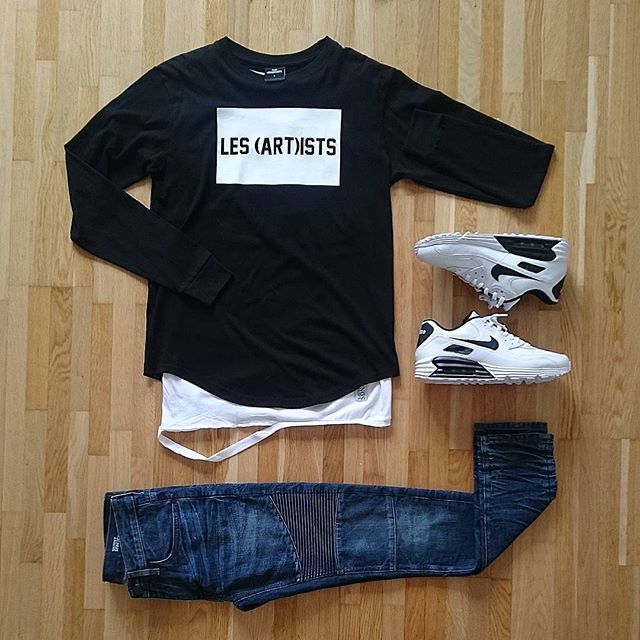 Grid-time ✌ ✔ sweater: Les artist ✔ ripped tee by:Things to appreciate ✔ Bikerjeans: River island ✔ Sneakers: Nike ID #outfitsociety #frenchoutfit