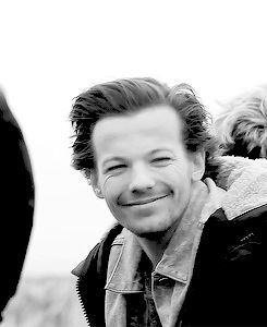 22. When his hair blew in the wind. | Community Post: 23 Times Louis Tomlinson Proved He Is Actually The Sun