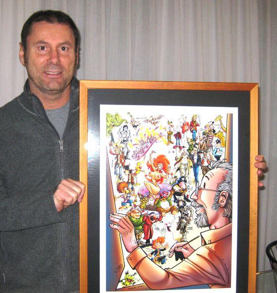 """Mauro Penzo, alla consegna del Quadro finale: l'illustrazione corale """"Buon Compleanno , GIORGIO!"""" -19 ottobre 2010- dedicata a G.Cavazzano.  Vedi il reportage di Luca Boschi (n°1): http://lucaboschi.nova100.ilsole24ore.com/2010/10/19/cavazzano-color-fest/"""