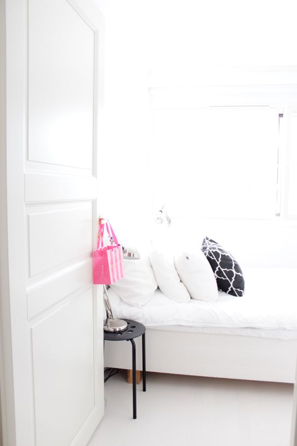 White interior | Scandinavian style | Bedroom