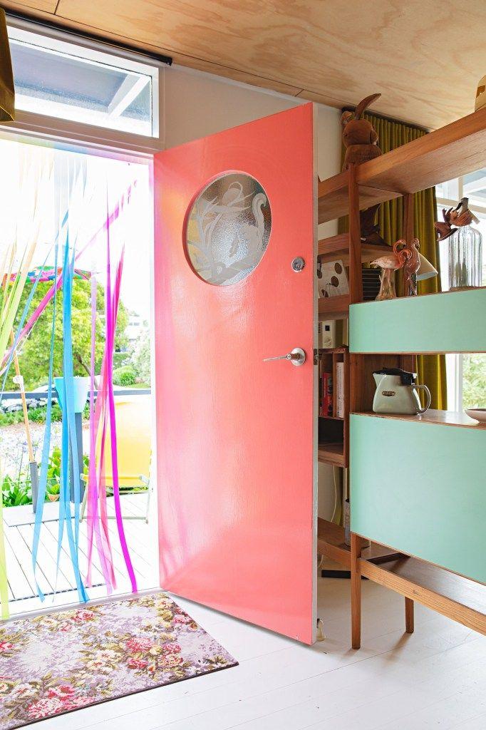 Maison Retro En Australie Blog Deco Clem Around The Corner Maison Retro Porte D Entree Decoration Interieure Coloree