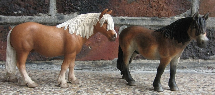 About Deb >> Haflinger pony (original schleich on the left) turns into exmoor pony | Schleich repaints ...