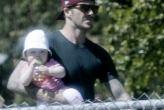 David Beckham de paseo con sus hijos Harper y Romeo