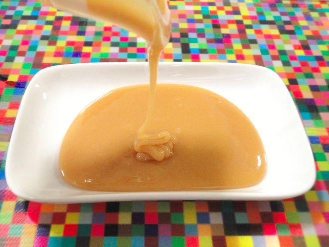 Receitinha super fácil, prática e com um resultado pra lá de bacana! Ingredientes: – 500 ml de leite de arroz industrializado; – 1/2 xícara (chá) de açúcar demerara; Mãos à obra: 1. Em uma panela d…