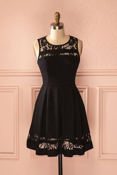 "«Vins et fromages... et petites robes noires» devrait être une thématique plus souvent exploitée pour nos réunions amicales !  ""Wine and cheese...and little black dresses"" should be a more popular theme for our friendly gatherings! Black lace cut-outs a-line dress www.1861.ca"
