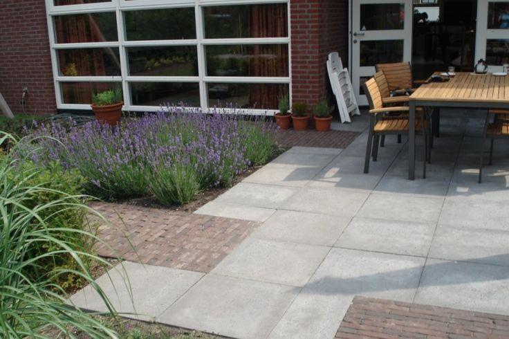Bestrating van betontegels en gebakken 862 575 cabin pinterest tuinontwerp - Opslag idee lounge ...