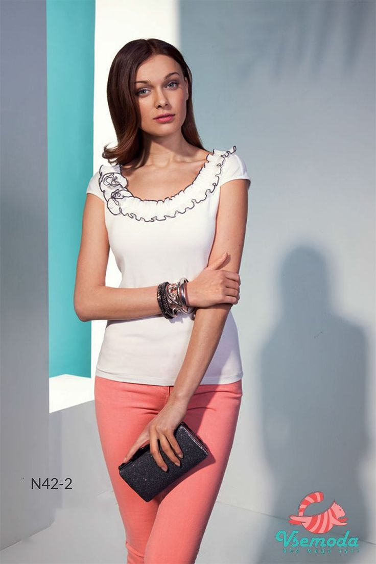 Блузка N42-2 Фирма производитель: Sunwear Страна производитель: Польша Артикул: N42-2 Размер: 44-54 Состав: 95% вискоза, 5% эластан Цвета:  08/молочный, 61/коралловый, 89/мята  08/молочный 61/коралловый 89/мята