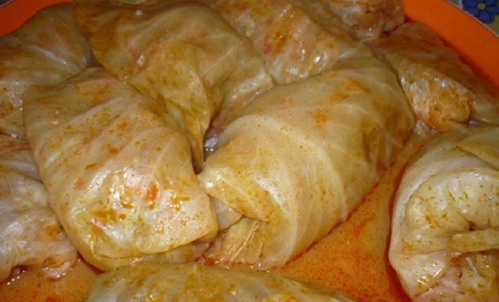 Plnené kapustové listy v paradajkovej omáčke - Receptik.sk