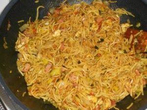 Pittige Bami Goreng Speciaal uit de wok - Lekker Tafelen