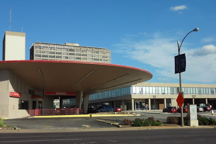 The modernist flying saucer of Council Plaza, St. Louis, 1968. Architects: Schwarz & Van Hoefen. It was originally a Phillips 66 petrol station.