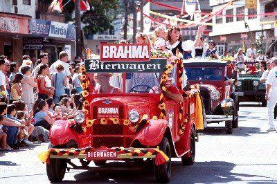 Desfile da Oktoberfest - Blumenau - SC  http://fcoliver.blogspot.com.br/2012/02/oktoberfest-blumenau-santa-catarina.html