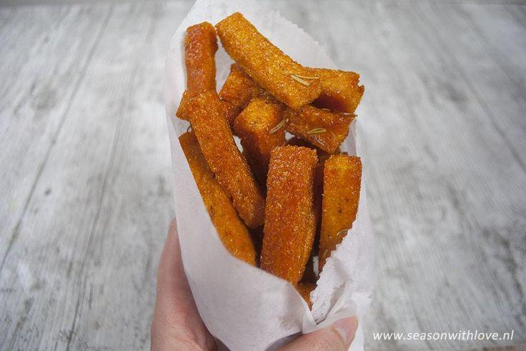 Polenta friet, ik kan me zo voorstellen dat dit voor veel mensen een beetje vreemd klinkt. Om heel eerlijk te zijn had ik een aantal maanden geleden ook nog nooit polenta