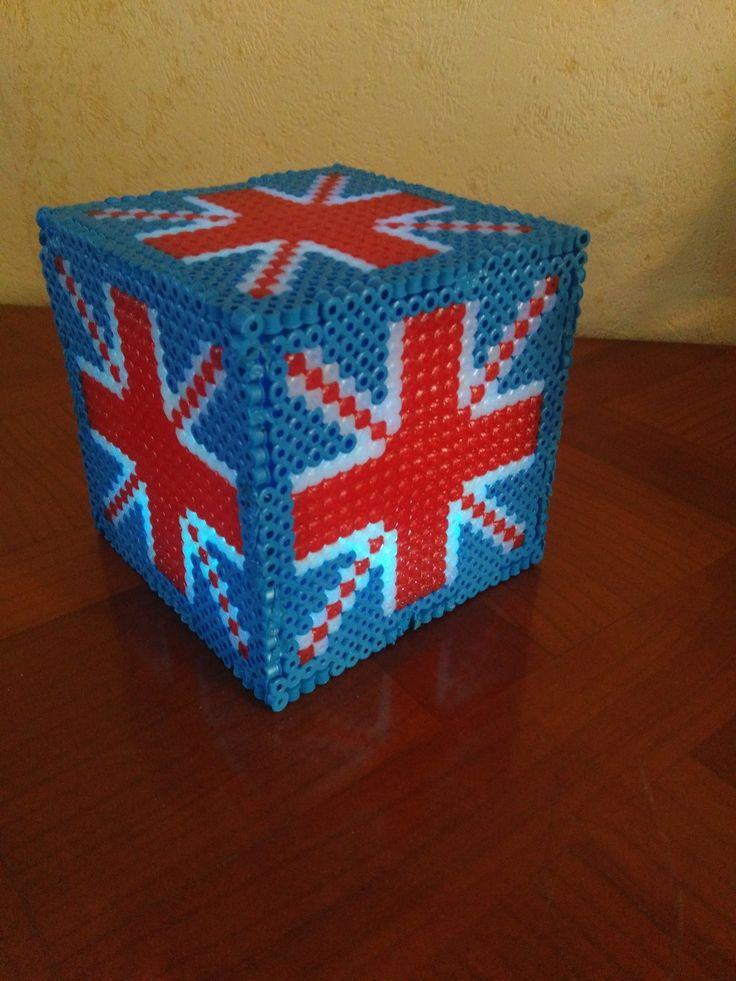 Cube lumineux en perles à repasser motif drapeaux de  Grande Bretagne