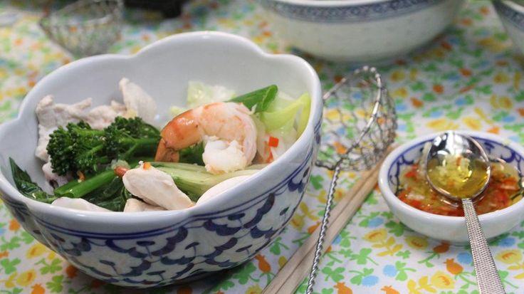Thaise hotpot met scampi, noedels en kip | VTM Koken