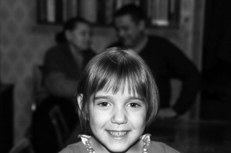 три поколения внучка дядя бабушка чб черно-белая фотография фотосессия портретная портрет репортажная детская выездная съемка девочка к дети mvryabinin фотограф Максим Рябинин children photography