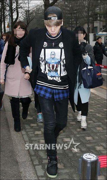 150116 Jonghyun по пути на Music Bank.