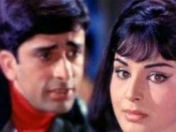 Rakhi with Shashi Kapoor in the song Khilte hain gul yahan.... from Sharmeeli (1971)