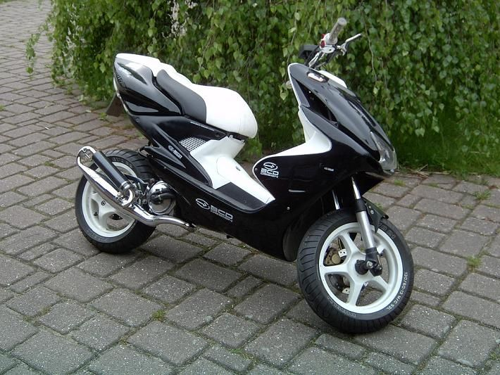 yamaha aerox 50cc scooter 50cc scooters pinterest. Black Bedroom Furniture Sets. Home Design Ideas