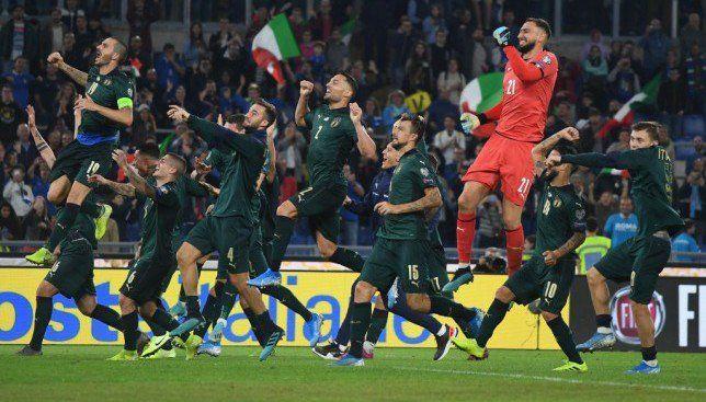 مانشيني يقترب من بوزو وإيطاليا تدخل تاريخ تصفيات اليورو Soccer Field Soccer