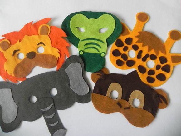 Máscaras em feltro com base em EVA e elástico para prender no rosto.  Pode ser feita em qualquer tema.  Lembrancinha que as crianças vão adorar e os adultos também!  Podem também decorar a festa e ser usadas no carnaval ou festas a fantasia.  Acima de 30 unidades R$ 11,00 por máscara  Acima de 40 unidades R$ 10,00 por máscara R$ 12,00