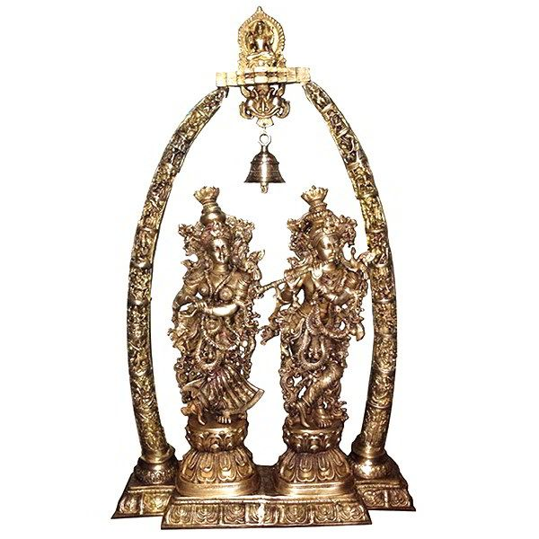 Spread a positive vibe in your living space with these heavenly and divine idols. Elegantly shaped to capture the essence of spirituality, these idols are a good choice to have in any religious setting.