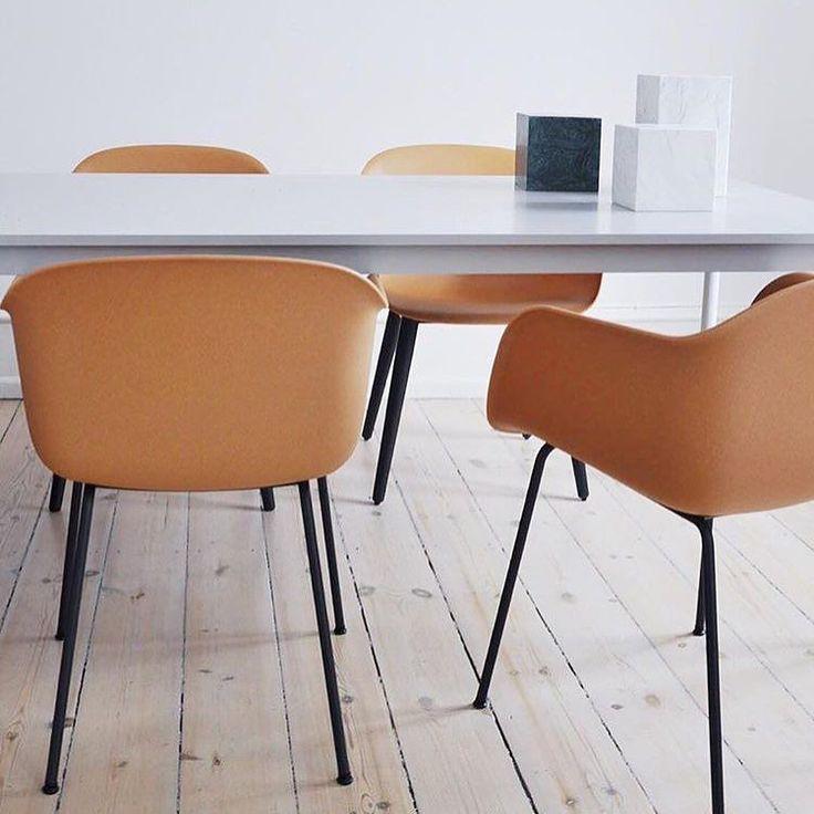 For noen utrolige lekre stoler  Bildet er tatt av designer @nina_bruun og stolene er fra @muutodesign  Skulle hatt flere spisestuer! Hvordan skal man få plass til alle disse lekre stolene?  Har kun 4 stk igjen for omgående levering. Pris 2095-  #nordiskehjem #muutodesign #muuto #fiberchair #loveit #diningroom #inspo #interior #webshop by nordiskehjem
