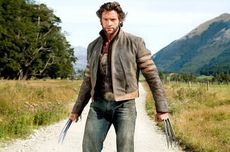 """Hugh Jackman đã rất nỗ lực tập luyện để có thể hóa thân trọn vẹn thành chàng dị nhân Wolverine trong loạt phim """"X-men"""". Và những công sức mà tài tử người Úc bỏ ra đã được đền đáp hoàn toàn xứng đáng khi nhân vật Wolverine trở nên nổi tiếng đến mức các nhà sản xuất phải dành hẳn một loạt phim...  http://cogiao.us/2017/01/28/khi-sao-doi-doi-nho-lam-sieu-anh-hung/"""