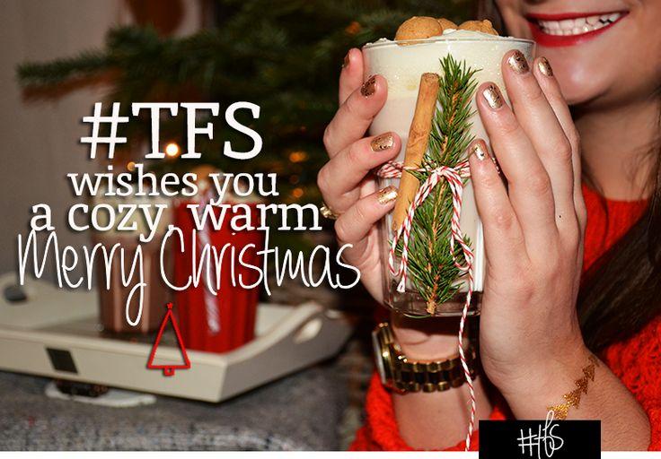 #TFS WISHES YOU A COZY, WARM, MERRY CHRISTMAS.. Wat doen jullie op kerstavond? Naar een kerst mis, lekker eten met familie of heerlijk weg zwijmelen bij 'All you need is love'? Wat is er fijner om met de kerstavond lekker bij de open haard of kerstboom te kruipen met een dekentje, warme chocolademelk en kerstmuziek op de achtergrond? Hierbij onze top 3 warme dranken om op zo'n avond gelukkig van te worden. Read the full story on www.thefullstory.nl