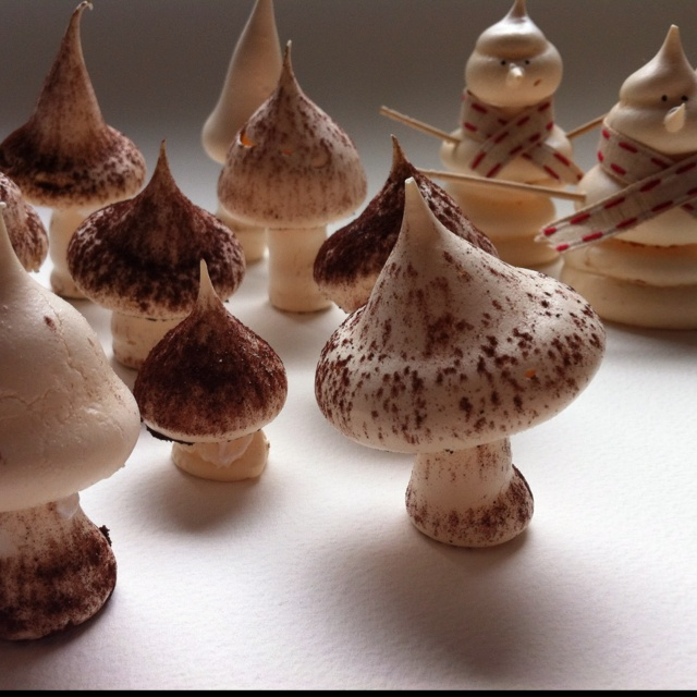 Meringue mushrooms and snowmen  for the Buche de Noel.