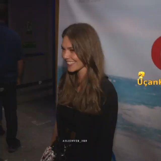 روبرتاج اصلي أثناء حضورها مسرحية Evlat قبل يومين Aslienver Aslienverfans Turkey