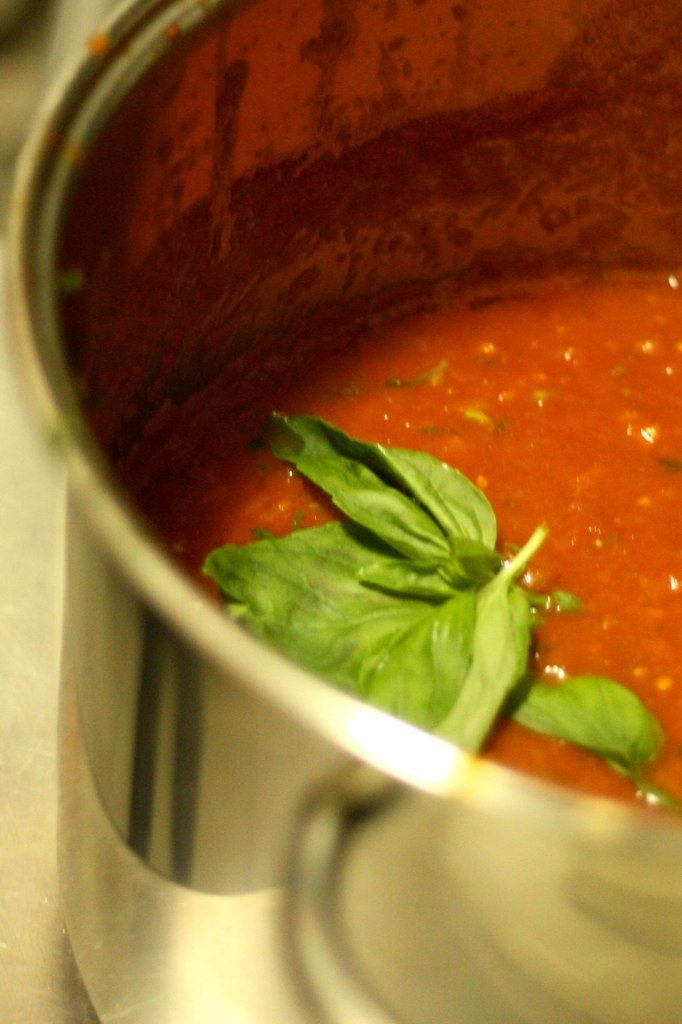 salsa di pomodoro italiana <3 My husband, Frank, makes the best meatless sauce just like la salsa della mia Mamma! che bonta!