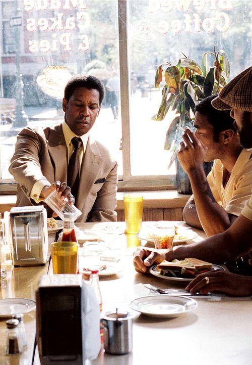 """Denzel Washington, """"American Gangster """"  2007. 3 saatlik bir basyapit, iki basrol de filmde cok etkiliydi. Gercek bir hikayeye dayanmasi da ayrica beni etkiledi. Denzel Washington ise MUHTESEMdi!"""