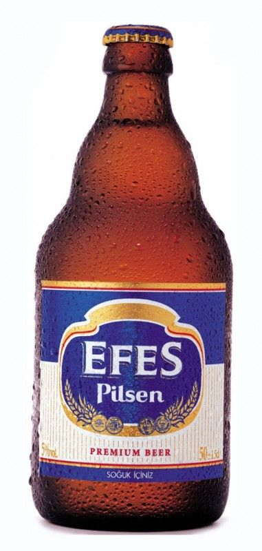 Cerveja Efes Pilsen, estilo Standard American Lager, produzida por Anadolu Efes, Turquia. 5% ABV de álcool.