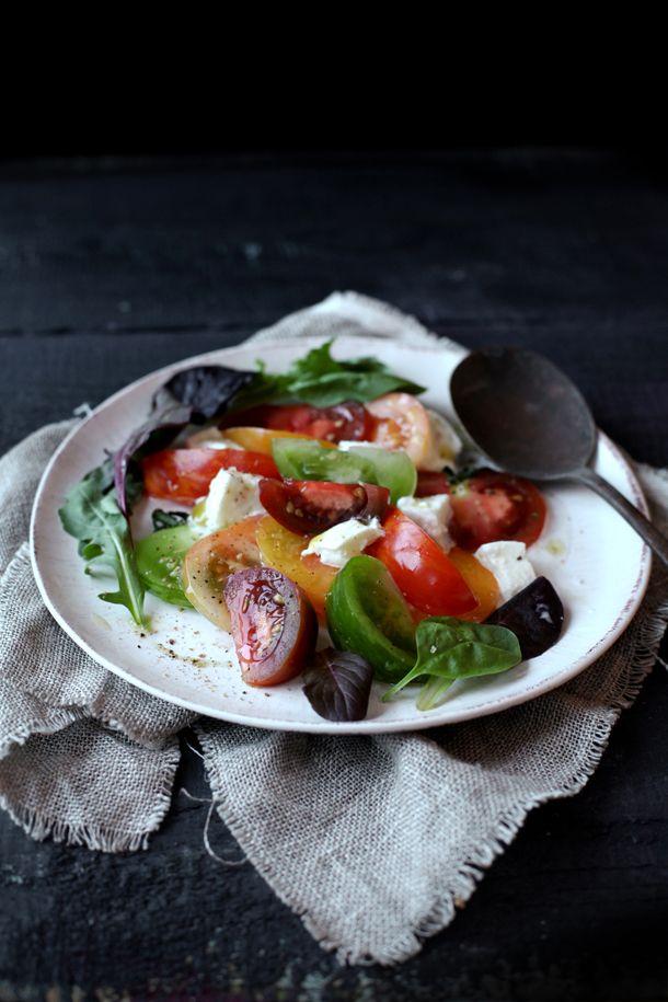 TOMATES MOZZA SELON A.PASSARD: Tomatoes Mozzarella Salad, Caprese Salad, Capr Salad, Food, Basil Salad, Salad Ideas, Heirloom Tomatoes Salad, Summer Salad, Tomatoes Basil