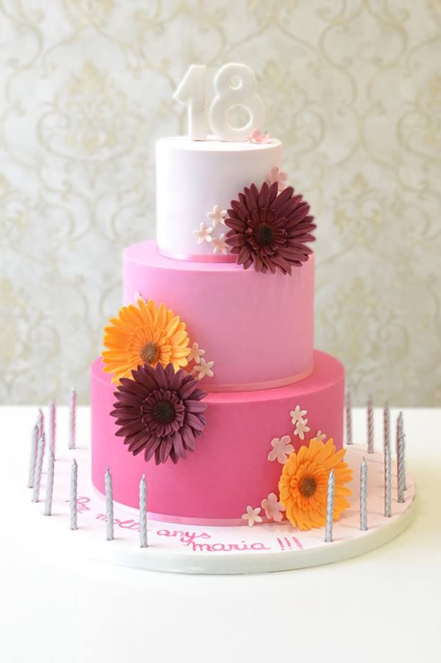 Tarta rosa con degradado y gerberas para Maria en su 18º cumpleaños