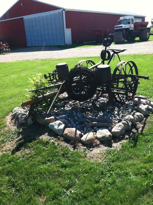 Yard Decoration On The Farm Using Old Farm Equipment 640 x 480