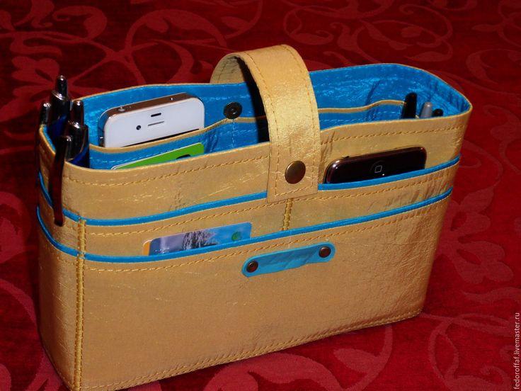 Купить или заказать Органайзер для сумки 'Песочный с бирюзовым' в интернет-магазине на Ярмарке Мастеров. Органайзер для средней сумочки, Выполнен из тафты Raso Polo. Имеется 16 карманов и еще несколько узких для авторучек и карандашей. Устойчив, хорошо держит форму.