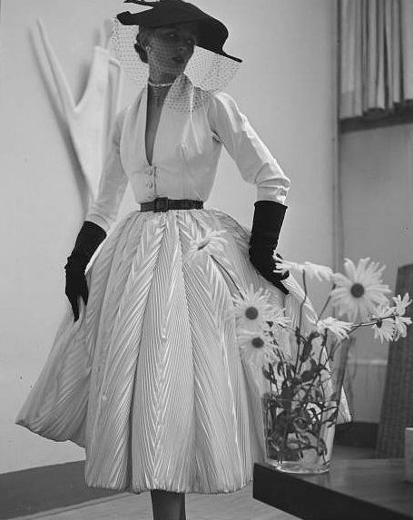 Glamour ♥ 1951 white day dress full skirt crinkle satin belt gloves hat 50s era model magazine vintage fashion