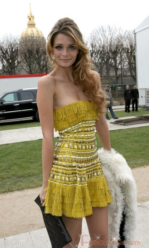 Too thin girl (Mischa Barton), but the dress is gorgeous.