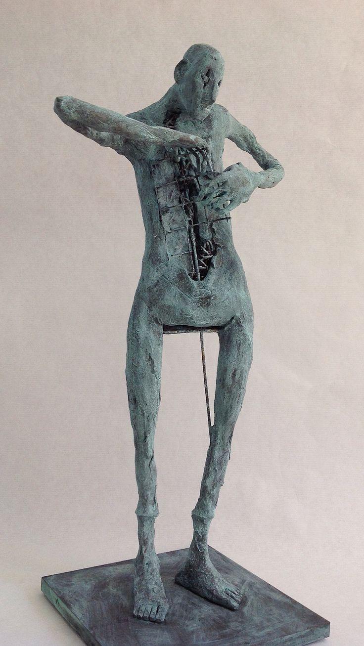 "Pablo Hueso. ""Free"" Figura Ne342. 2016. Arcilla polimérica. Polvo de bronce patinado. Acero. 41,5 x 21 x 15 cm. http://www.pablohuesoart.com"