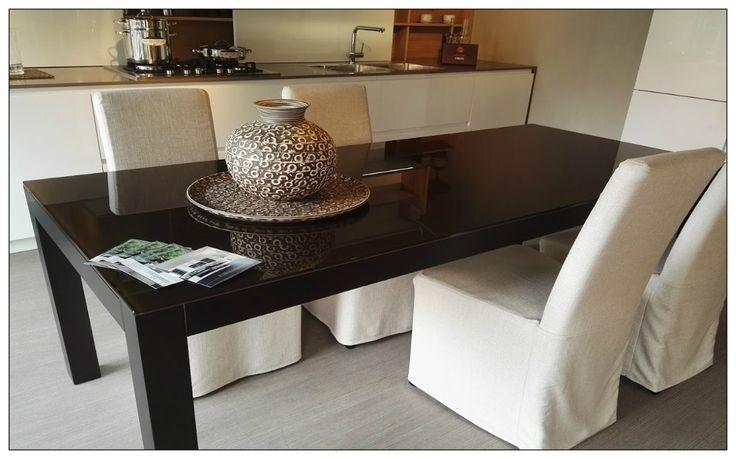 Tavolo Artigianale con struttura in metallo e vetro marrone scuro.  PREZZO LISTINO (IVA INCLUSA): 2.300,00 €  PREZZO SCONTATO (IVA INCLUSA): 1.380,00 €  RISPARMIO: 2.098,00 € (sconto 40% circa)