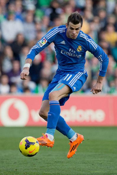 Gareth Bale Photos Photos - Gareth Bale of Real Madrid CF controls the ball during the La Liga match between Real Betis Balompie and Real Madrid CF at Estadio Benito Villamarin on January 18, 2014 in Seville, Spain. - Real Betis v Real Madrid CF - La Liga