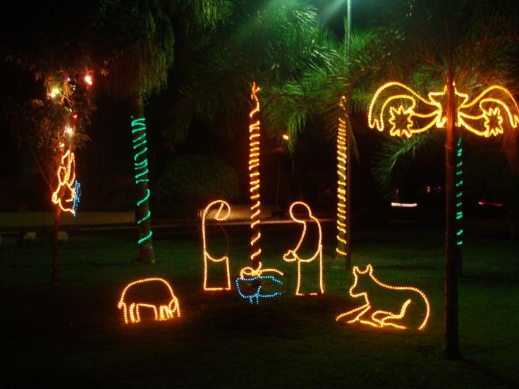 Decoração natalina de praça, interior Brasil Pedro Gomes, MS http://aquioualgumlugar.com/2014/01/16/as-atracoes-de-um-lugar-voce-e-quem-faz/