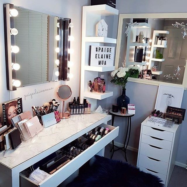 Current beauty space of @paigeelainemua. Using her @vanitycollections acrylic makeup storage to help organise her draws and bench top. Simply AMAZING ❤️