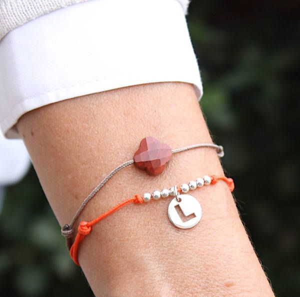 Bracelet cordon au choix perles et médaille initiale personnalisable er argent massif