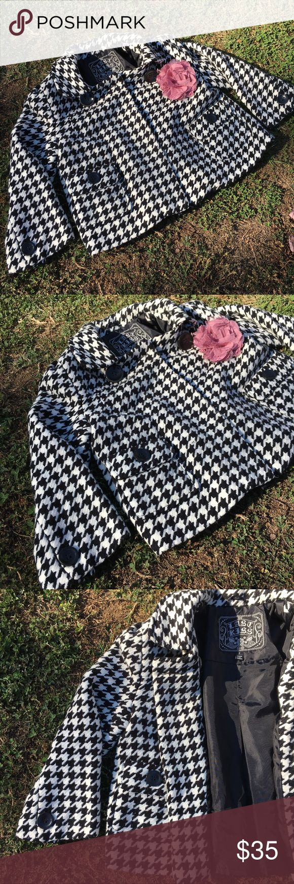 🍂🌸Darling Houndstooth Crop Jacket🌸🍂 🍂🌸Darling Houndstooth Crop Jacket🌸🍂 This is such a fun piece! The print is absolutely Gorgeous for any occasion! Dress it up or down, add a colored scarf and your set. It's lined on the inside, has big black buttons on top for looks and pockets on the side.  Pleated in the back for an extra flattering look! Super comfortable and warm! Great condition. Comes from a smoke-free home:)💕 Last Kiss Jackets & Coats Utility Jackets