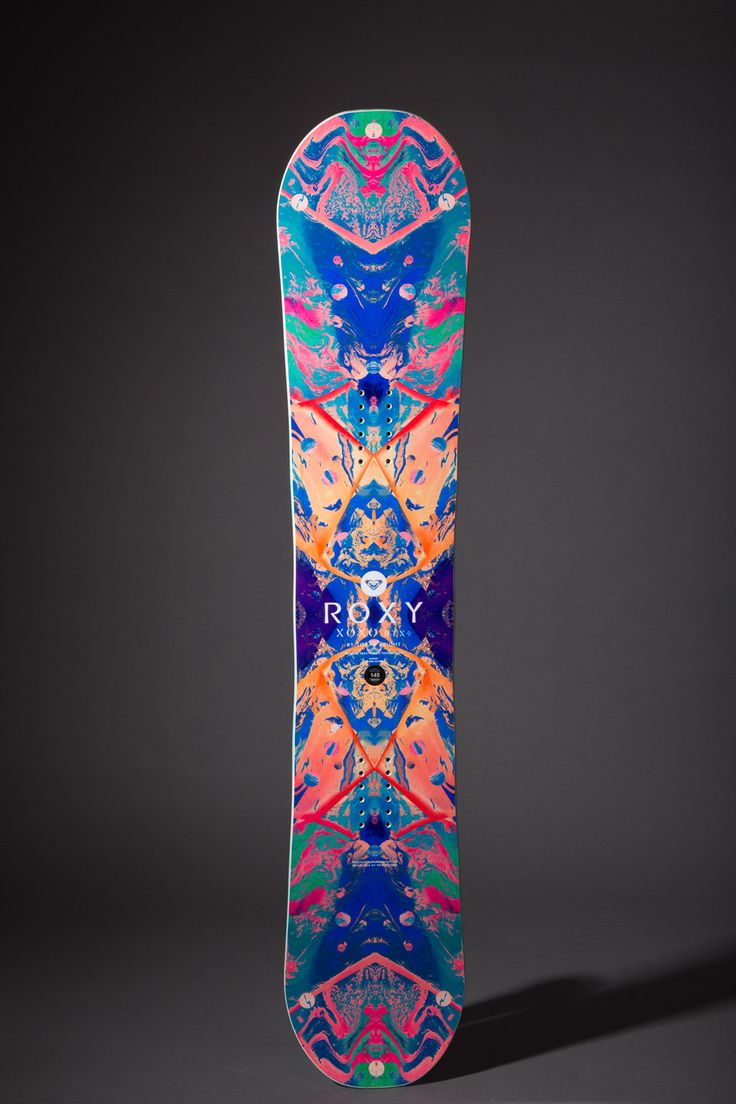 The Roxy XOXO shares a lot on common with Torah Bright's signature board – and indeed was designed with her input – but is meant for less aggressive riding. It has the softest core that Roxy make, so file this under jib stick rather than charger. ♥ Pin to your collection.☺