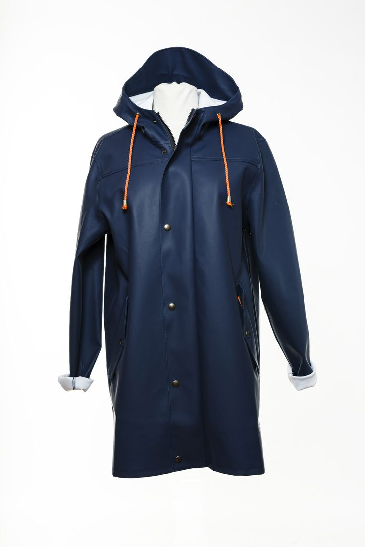 Raincoat in black by the Swedish brand Bomärke. Made with at time-less design and material for the toughest environment