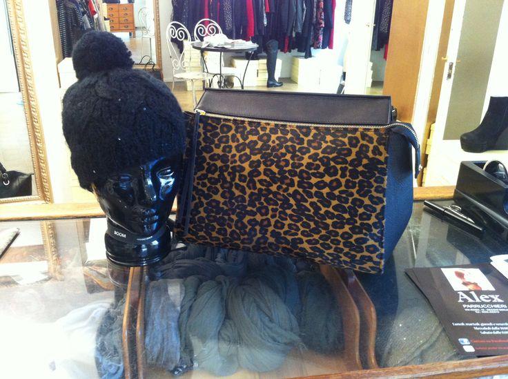 Bauletto leopardato & berretto lana nero